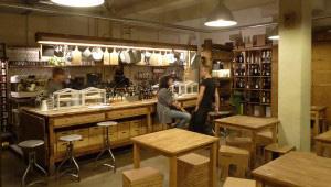 CAFÉ  –  VINOTECA  LA  GUILLOTINE